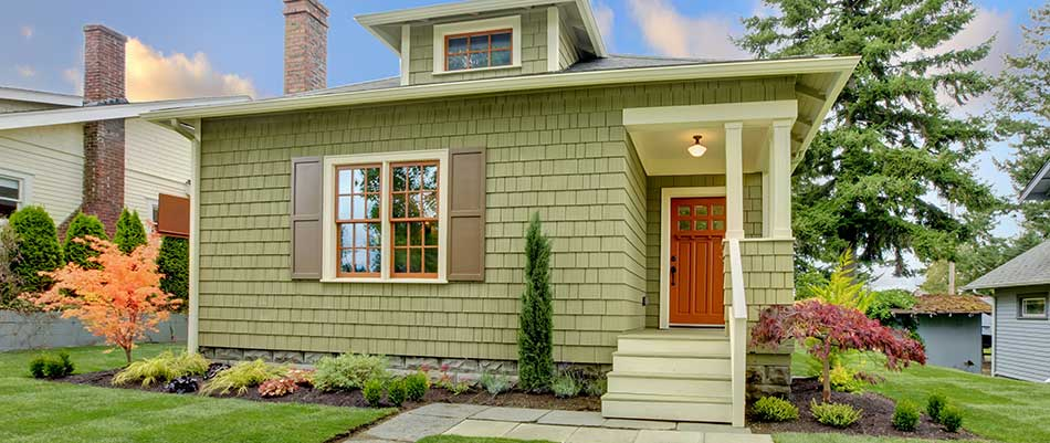 This house in Bowling Green, KY has regularly maintained landscaping.