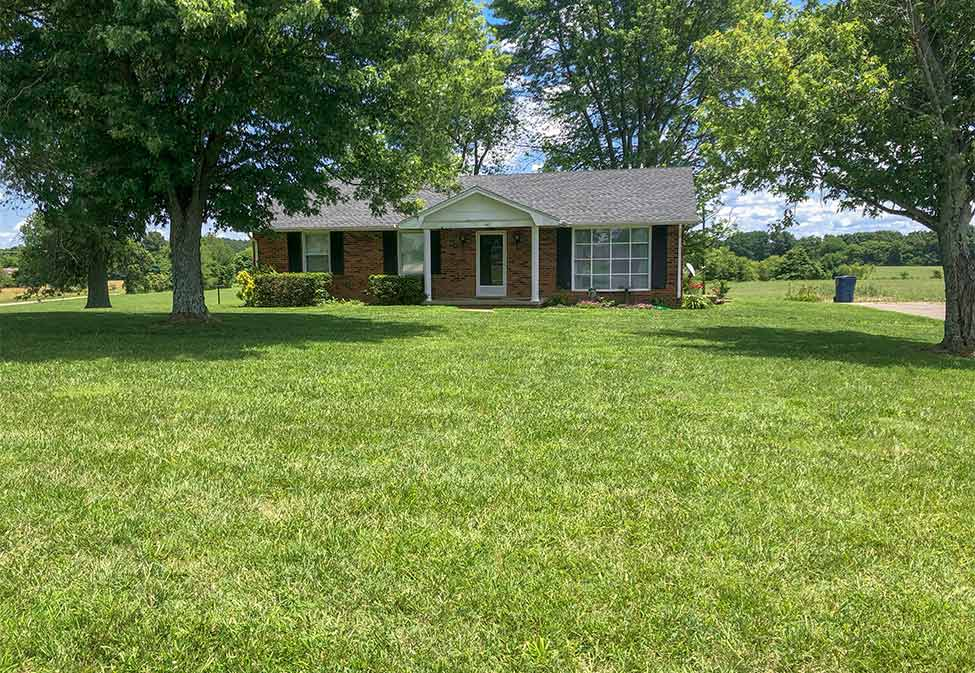 Home in Bowling Green, KY with full-service lawn and landscape maintenance.